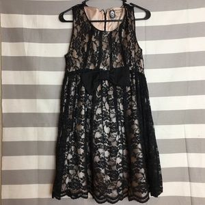 Forever 21 Black/Cream Lace Dress